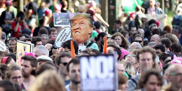 Brüksel'de binlerce kişi Trump'ı protesto etti