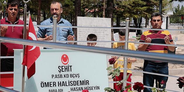 Şehit Halisdemir'in kabrine bayram ziyareti