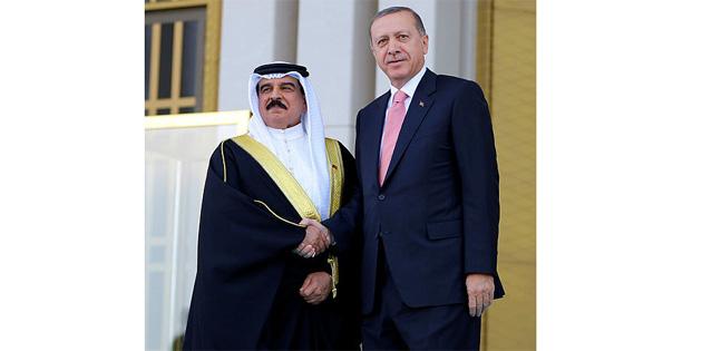TC Cumhurba�kan� Erdo�an Bahreyn Kral� Halife'yi t�renle kar��lad�!
