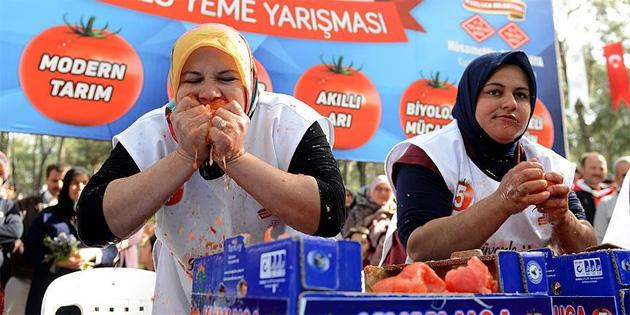 3 dakikada 5 kilo domates yedi