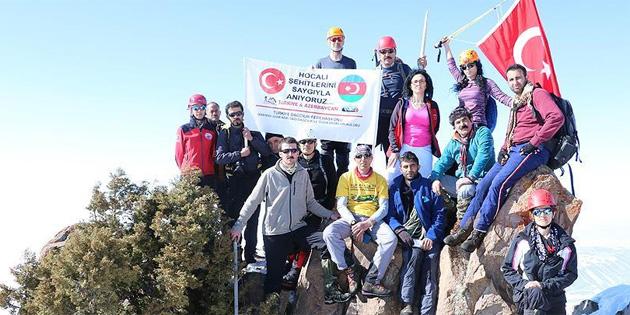 Türk dağcılar Hocalı şehitlerini unutmadı