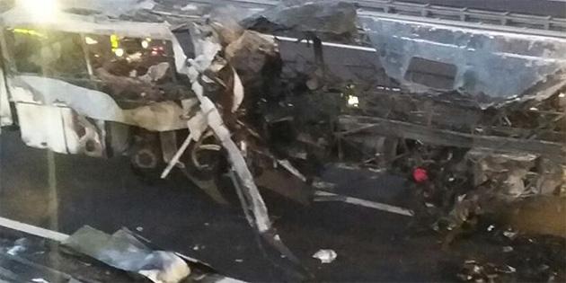 Hindistan'da bariyerlere çarpan kamyon devrildi: 16 ölü, 50 yaralı