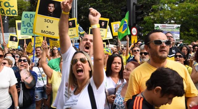 Brezilya'da yolsuzluk protesto edildi