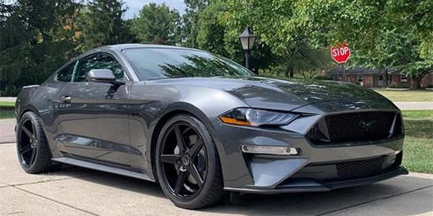Egzoz Sesine Sinirlenen Bir Kişi, Komşusunun Mustang'inin Egzozunu Köpükle Doldurdu