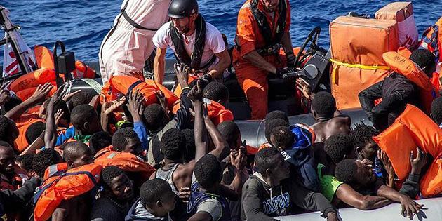 Akdeniz'i ge�meye �al��an g��menlerin botunda 25 ceset bulundu