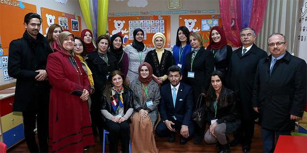 Emine Erdoğan'dan Maarif Okulu'na ziyaret