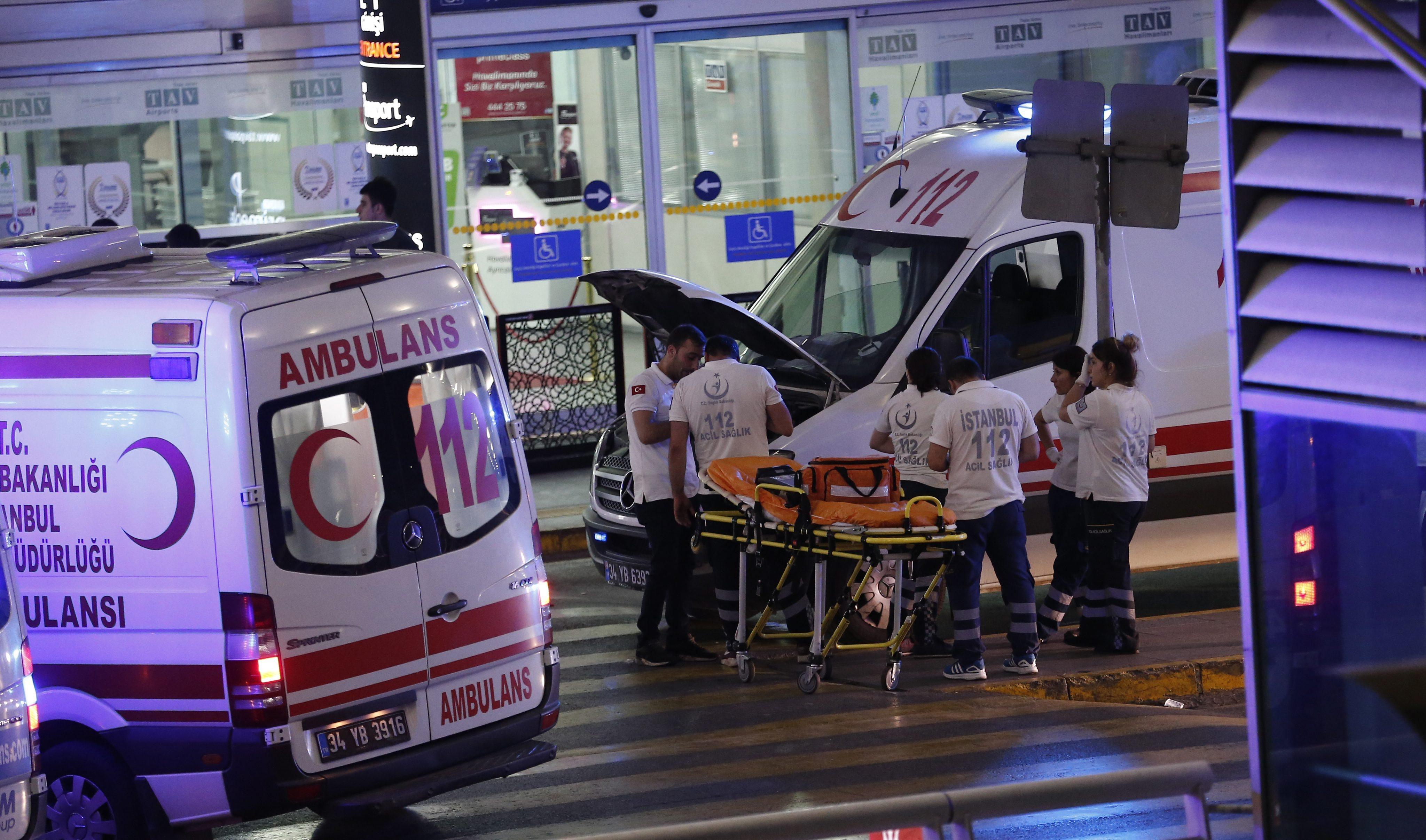 �stanbul Atat�rk Havaliman�'nda canl� bomba patlad�: 10 �ehit, 60 yaral�
