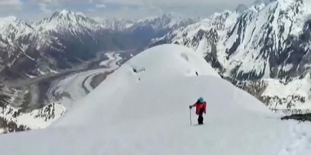 10 yaşındaki Pakistanlı kız 7 bin metreye tırmanan en genç dağcı oldu