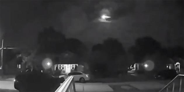 Atmosfere Sert Bir Giriş Yapan Meteorun Tüyler Ürperten görüntüsü