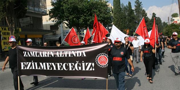 KTAMS üyeleri meclis önünde zamları protesto etti