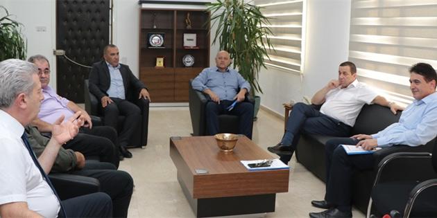 Maliye Bakanı Denktaş, TÜK yönetimi ile bir araya geldi