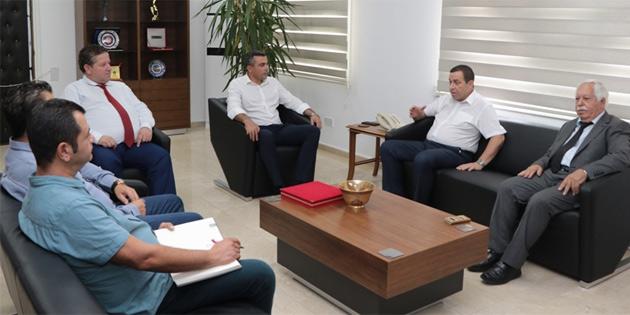 Maliye Bakanı Denktaş, Kamu-İş'i kabul etti