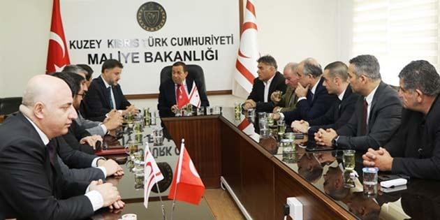 Maliye Bakanı Denktaş Türkiye Tarım Kredi Kooperatifleri Merkez Birliği heyetini kabul etti