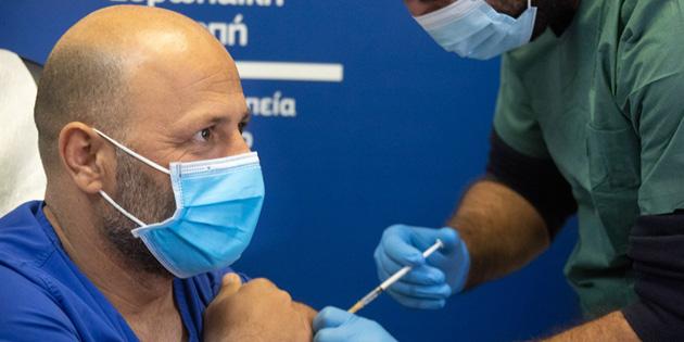 Güney Kıbrıs'ta toplam 76 bin 176 Covid-19 aşısı yapıldı