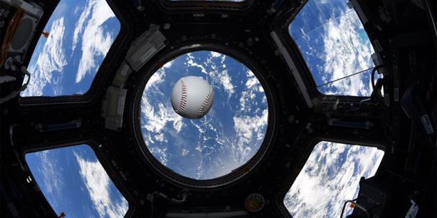 NASA astronotları Dünya yörüngesinde beyzbol oynadılar