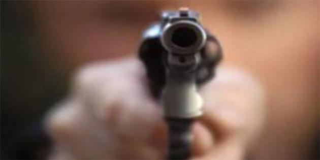 Kardeşini tabancayla vurdu