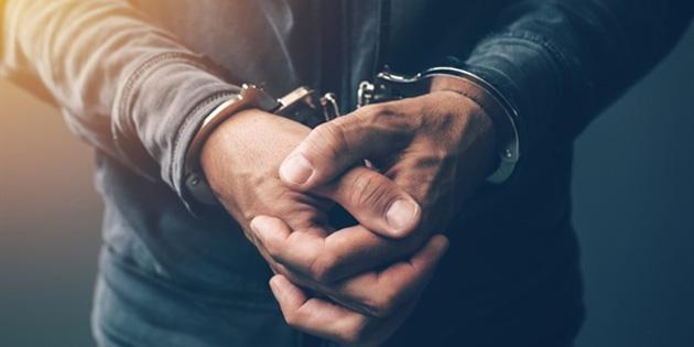 Kanunsuz uyuşturucu bulunduran iki kişi tutuklandı