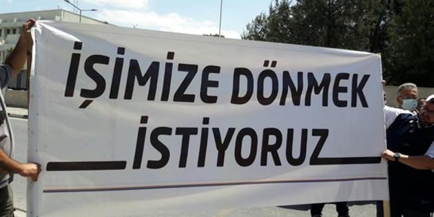 Güney Kıbrıs'ta çalışan Kıbrıslı Türkler, meclis önünde eylem yapıyor