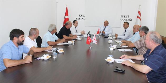 Atakan Lefkoşa'da yolcu taşıma izni bulunan işletme sahipleri ve KAR-İŞ ile görüştü