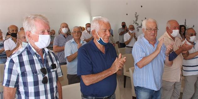 Erenköy'de Kıbrıslı Türklere yardım eden BM subayı Lindh'e onursal üyelik verildi