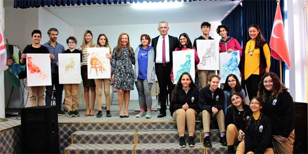 Bakan Çavuşoğlu, Lefkoşa Anadolu Güzel Sanatlar Lisesi'ni ziyaret etti
