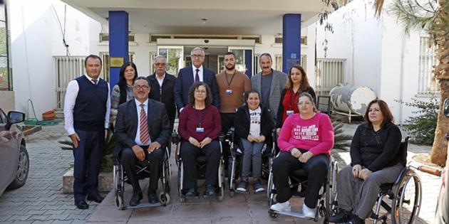 Cumhurbaşkanı Akıncı, Kıbrıs Türk Ortopedik Özürlüler Derneği'ni ziyaret etti