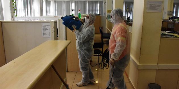 Girne Belediyesi yoğun ilaçlama çalışmalarına devam ediyor