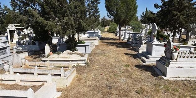İngiltere'de yaşamını yitiren 6 Kıbrıslı Türk bugün KKTC'de defnedildi