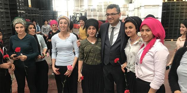 Erhürman, kadın çalışanlarla bir araya geldi