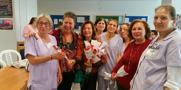 Dünya Sendikalar Federasyonu'na üye Kıbrıslı Türk ve Kıbrıslı Rum sendikaların temsilcileri Lefkoşa Genel Hastanesi kadın emekçilerini ve PEO merkezini ziyaret etti