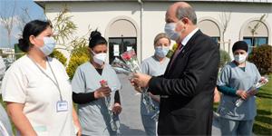 Cumhurbaşkanı Tatar'dan kadın sağlık çalışanlarına ziyaret