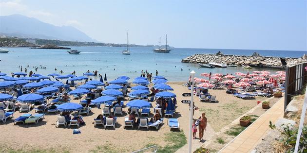 Kervansaray Halk Plajı ve Karaoğlanoğlu Belediye Plajı'nın deniz suyu tahlilleri temiz çıktı