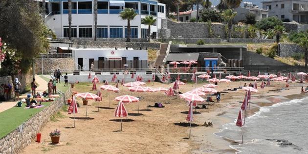 Girne'de Halk Plajı ve Antis Belediye Plajı 'nda deniz suyu temiz