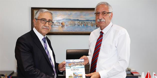 Cumhurbaşkanı Mustafa Akıncı, Girne Belediyesi'ni ziyaret etti