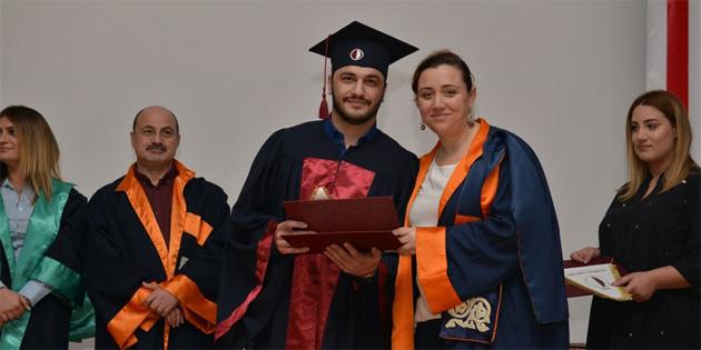 YDÜ Turizm Fakültesi 2019 Güz mezunlarını verdi