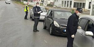 Sokağa çıkma yasağını ihlal eden 30, iş yerini açan 2 kişi tutuklandı