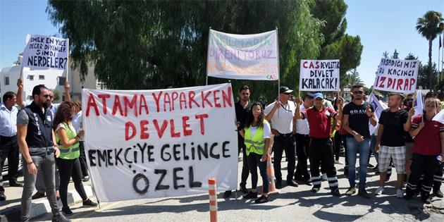 CAS çalışanları Başbakanlık önünde oturma eylemi başlattı