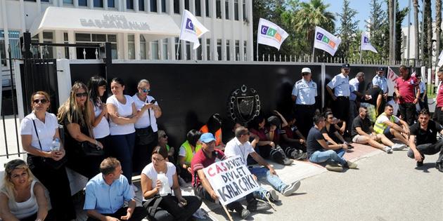 CAS çalışanlarının Başbakanlık önündeki oturma eylemi sona erdi