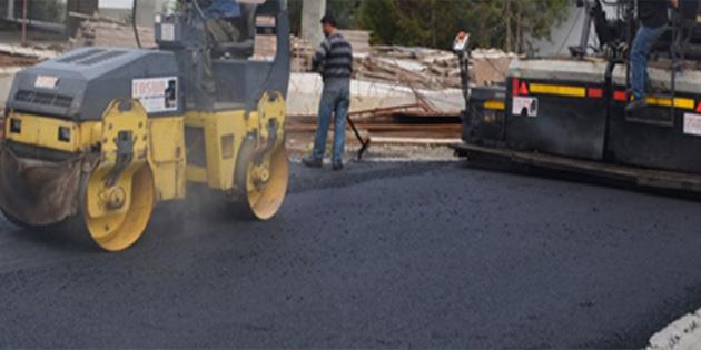 Girne'de Uğur Mumcu Caddesi üzerinde asfalt çalışması yapılıyor