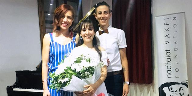 Amcazade, piyano resitalinden elde edilen geliri Kemal Saraçoğlu Lösemili Çocuklar ve Kanserle Savaş Vakfı'na bağışladı