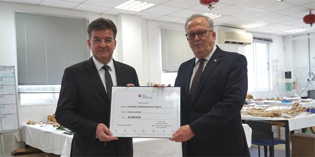 Slovakya Cumhuriyeti Kayıp Şahıslar Komitesi'ne 10 bin Euro'luk bağışta bulundu