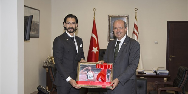 Başbakan Ersin Tatar Milli Atlet Yiğitcan Hekimoğlu'nu kabul etti