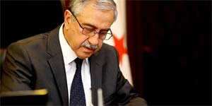 Akıncı, hayatını kaybeden anayasa profesörü Mümtaz Soysal için taziye mesajı yayınladı