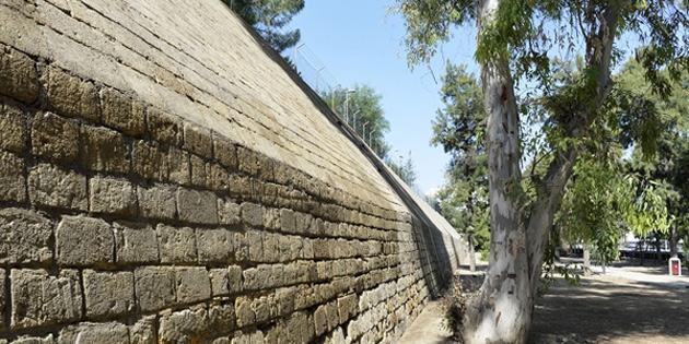 Lefkoşa Surlarının temizlik ve koruma çalışmasının birinci etabı tamamlandı