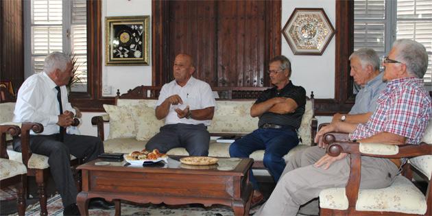 K.T. Belediyeler Birliği Başkanı Özçınar, Erenköy Mücahitler Derneği ile biraraya geldi