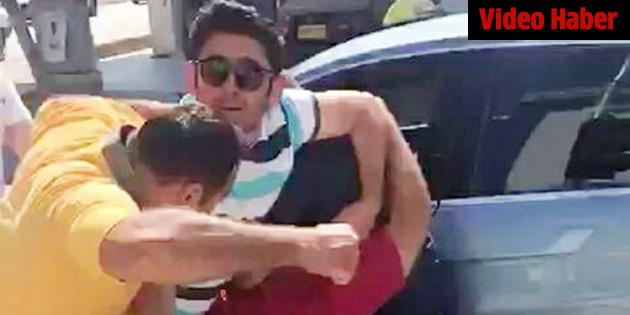Taksiciler taksiciyi dövdü