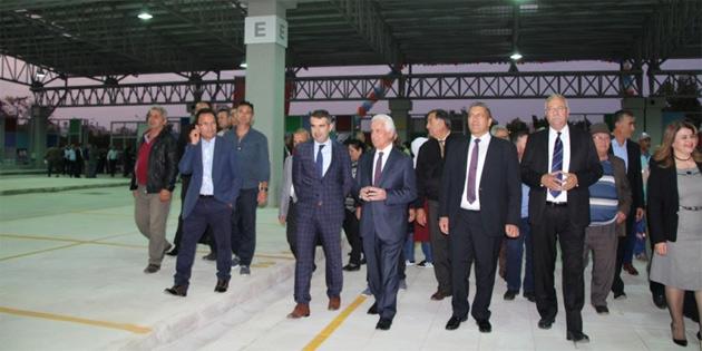 Gazimağusa belediyesi pazar yeri hizmete açıldı