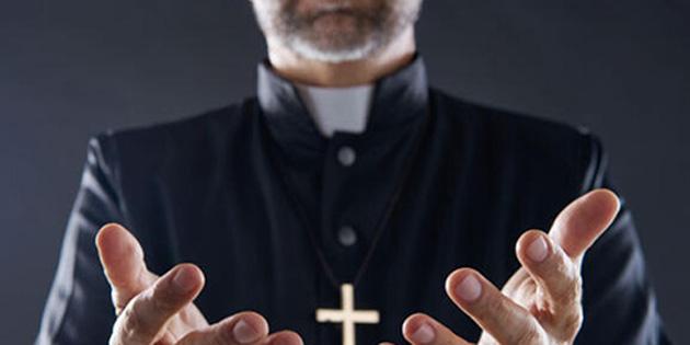 Papaz Covid-19'dan ölen hasta için cenaze törenini yapmayı reddetti