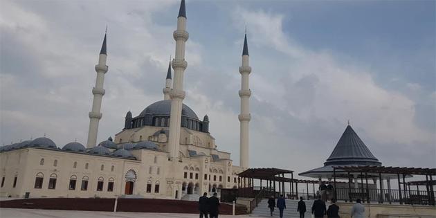 Hala Sultan Camii ibadete açıldı