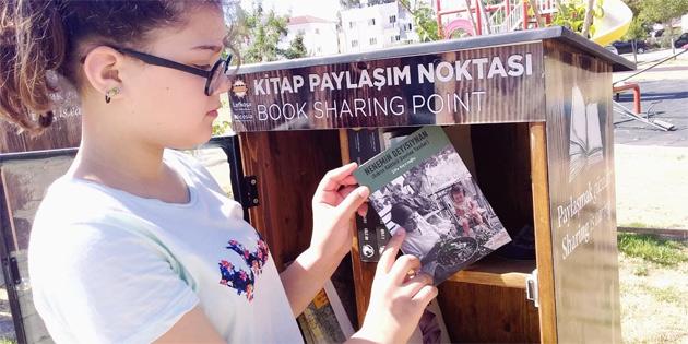 Nenemin deyişiynan kitabı Lefkoşa'nın çeşitli yerlerindeki kitap paylaşım kutularına bırakıldı